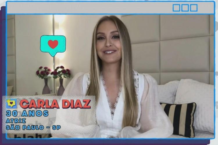 Carla Diaz é uma atriz brasileira e tem 30 anos. Ela é conhecida por papéis em novelas como O Clone, Chiquititas, Rebelde e A Força do Querer; a atriz ficará no grupo Camarote do BBB21 (Foto: Reprodução/Rede Globo)