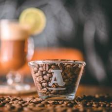 O centenário Sítio São Roque é referência no cultivo agroecológico do café. A torrefação, marca e cafeteria Atelier 1913 apresenta ao mundo essa história