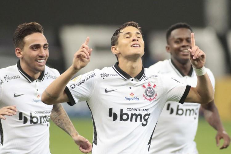 Corinthians passa fácil por Sport e sobe para oitava posição (Foto: )