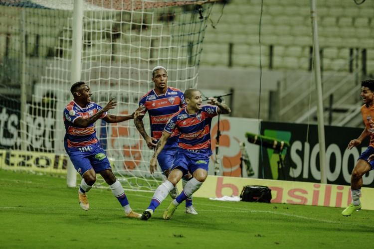Fortaleza venceu o Santos e encerrou a sequência de oito jogos sem vencer.(Foto:Júlio Caesar / O Povo) (Foto: JÚLIO CAESAR)