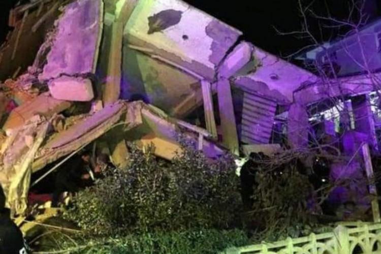 Imagem de construção destruída após terremoto nas Filipinas (Foto: Reprodução/Twitter)