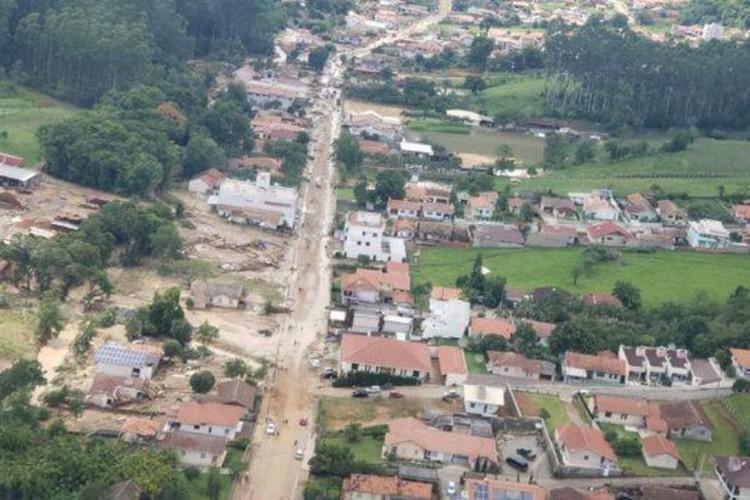 Chuvas causam estragos em municípios do Vale do Itajaí e da Grande Florianópolis (Foto: Divulgação/CBMSC/Direitos Reservados)