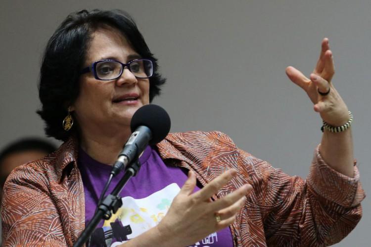 A ministra da Mulher, Família e Direitos Humanos, Damares Alves, participa do seminário Cruzada da Adoção - Adoção 9 meses: Família para todos, na Câmara dos Deputados. (Foto: Fabio Rodrigues Pozzebom/Agência Brasil)