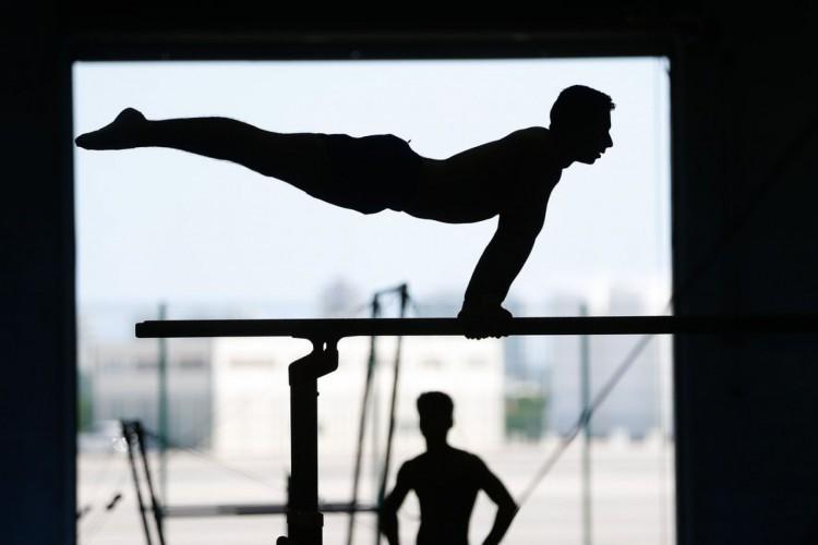 Rio de Janeiro - Atletas da seleção brasileira de ginástica artística, categorias adulto e juvenil, treinam no Centro de Treinamento do Time Brasil, no Parque Olímpico. (Foto: Fernando Frazão/Agência Brasil) (Foto: Fernando Frazão/Agência Brasil)