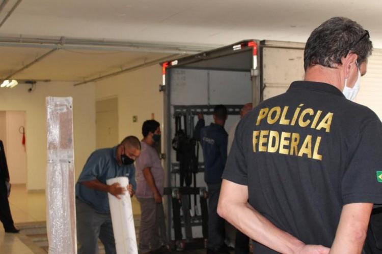 Polícia Federal entrega ao Museu Oscar Niemeyer obras apreendidas na Operação Vernissage. (Foto: Divulgação/Polícia Federal em Curitiba-PR)