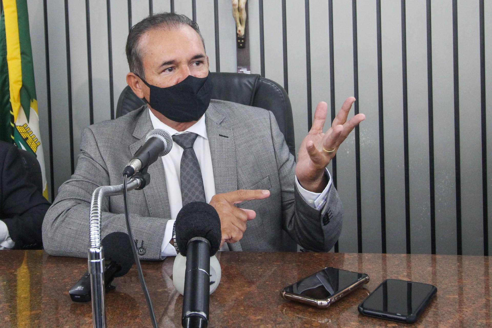 WASHINGTON Araújo concedeu coletiva de imprensa para fazer balanço da gestão no TJCE (Foto: Deisa Garcêz/Especial para O Povo)