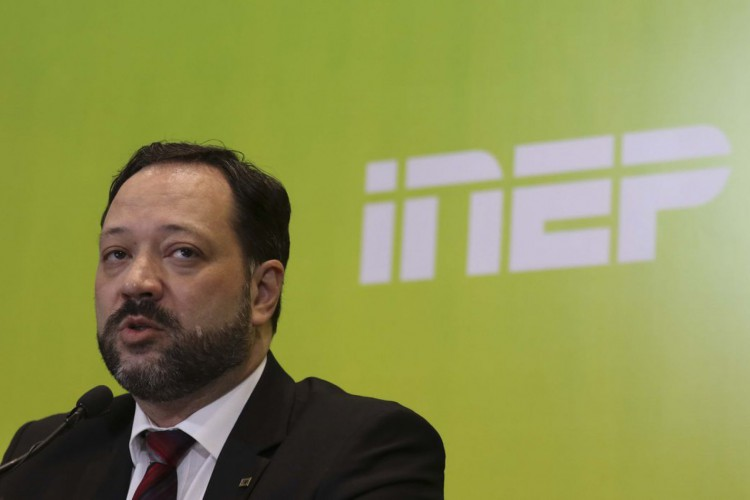 O presidente do Inep, Alexandre Lopes,participa da entrevista coletiva sobre o segundo dia de provas do Enem (Foto: Marcello Casal JrAgência Brasil)