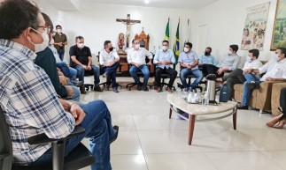 Prefeitos de dez municípios do Cariri se reuniram para discutir criação de aterro