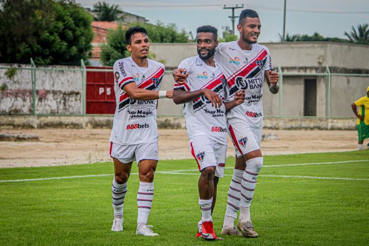 Reinaldo (centro) comemora gol marcado pelo Ferroviário na Copa Fares Lopes (Foto: Divulgação / Ferroviário AC)