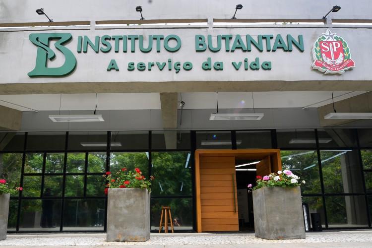 54 MILHÕES de doses de Coronavac feitas pelo Butantan podem ser exportadas (Foto: Carl de Souza/ AFP)