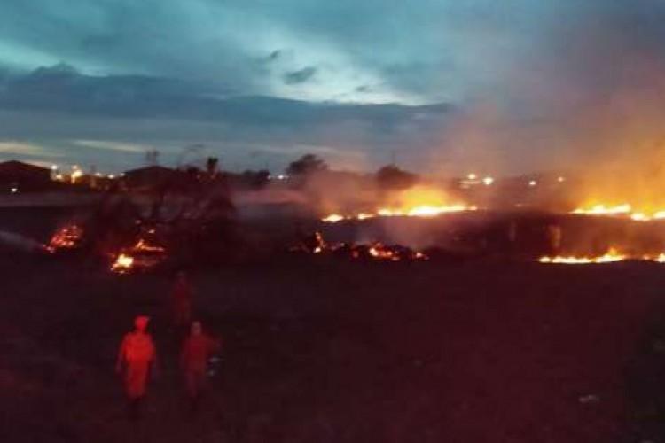 O Corpo de Bombeiros foi acionado no início da madrugada para conter as chamas no local (Foto: Divulgação/SSPDS)