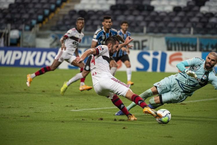 Flamengo vira sobre o Grêmio no segundo tempo e vence na Arena (Foto: )