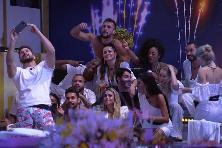 A primeira festa do Big Brother Brasil foi no tema Réveillon (Foto: Reprodução TV Globo)
