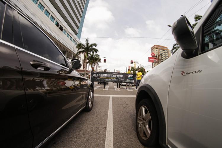 Ação educativa foi realizada no cruzamento na avenida Dom Luís em que a médica morreu, uma semana após o atropelamento (Foto: Thais Mesquita)