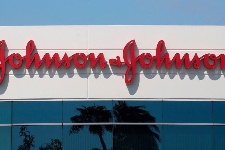 Fachada da sede da Johnson & Johnson em Irvine, Califórnia (Foto: Mark Ralston/AFP)