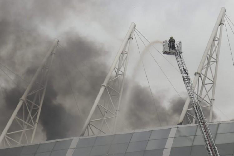 Incêndio atinge Arena Castelão na manhã deste sábado, 30 (Foto: Aurélio Alves)