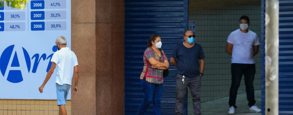 O Colégio Ari de Sá, na avenida Duque de Caxias, no centro de Fortaleza, foi um dos locais de prova para o Enem 2020 Digital. Primeiro dia de aplicação foi marcado por baixo movimento na Capital (Foto: Barbara Moira)