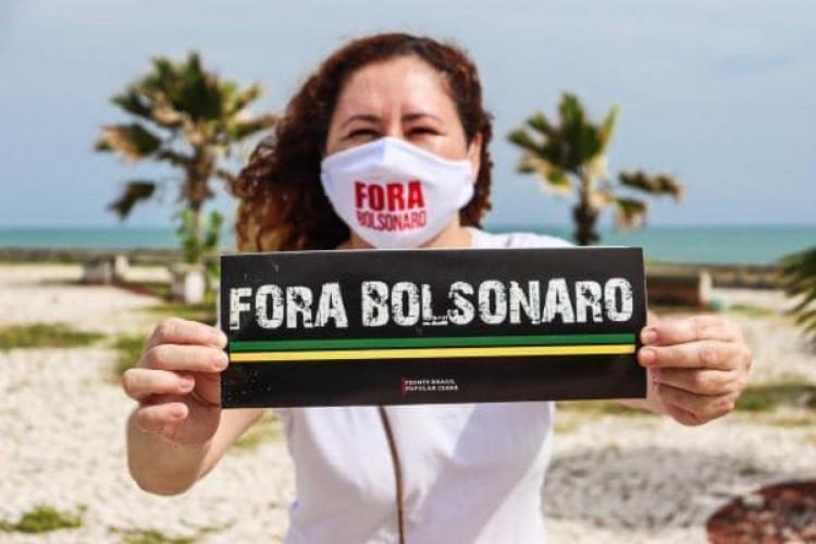 Carreata defende vacinação contra Covid e pede impeachment de Bolsonaro em Fortaleza