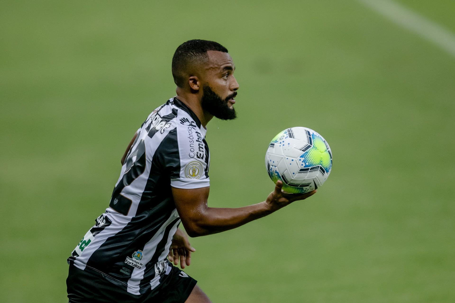 Samuel Xavier destacou que o elenco do Ceará está focado no sonho da pré-Libertadores (Foto: Aurelio Alves)