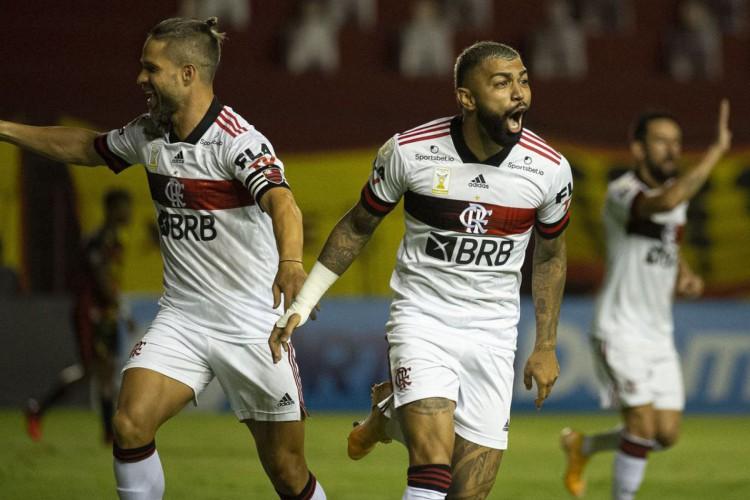 Flamengo joga fora de casa contra o São Paulo, tentando o título do Brasileirão. Jogo terá transmissão ao vivo na TV (Foto: divulgação/flamengo)