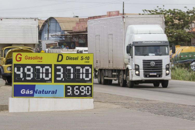 FORTALEZA, CE, BRASIL, 01.02.2021: De acordo com técnicos do Ministério da Economia, também foi discutida a redução da PIS/Cofins sobre combustíveis (Foto: Thais Mesquita)