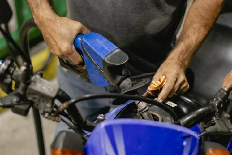 Preço dos combustíveis volta a subir no Ceará e gasolina chega a R$5,74 e se manter tendência de aumento, o litro poderá a custar R$6 em breve (Foto: Aurelio Alves)