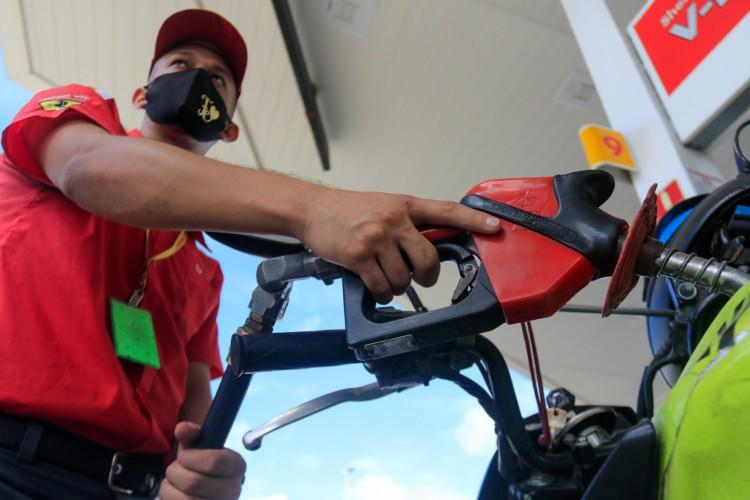 Preço médio da Gasolina subiu dois centavos e é vendida a R$ 4,98 no Ceará na última semana. Mas pode ser encontrada por até R$ 5,34 (Foto: BARBARA MOIRA)