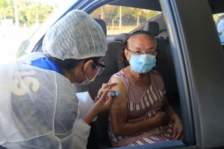 A vacinação no Iguatemi começou na tarde dessa terça-feira, 2. (Foto: BARBARA MOIRA)