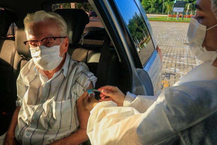 Municípios que tenham atingido 80% da meta de vacinação de idosos com mais de 75 anos podem iniciar a nova fase. (Foto: BARBARA MOIRA)