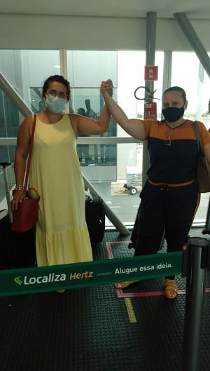 Mulheres de tripulantes vão ao Rio de Janeiro buscar informações após 4 dias de buscas (Foto: Reprodução / Arquivo Pessoal)