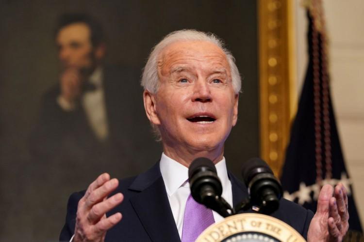 Biden pede revisão de políticas de imigração e tenta reunir famílias (Foto: )