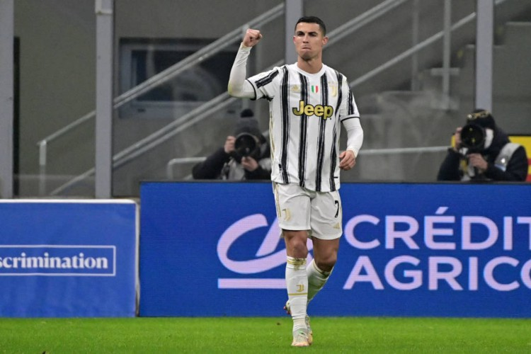 Cristiano Ronaldo chegou ao 32ª título na carreira (Foto: Miguel Medina/AFP)