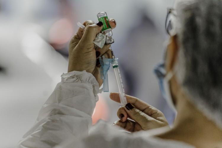 Vacinação contra Covid-19 teve inicio há cerca de duas semanas no Ceará (Foto: JÚLIO CAESAR)