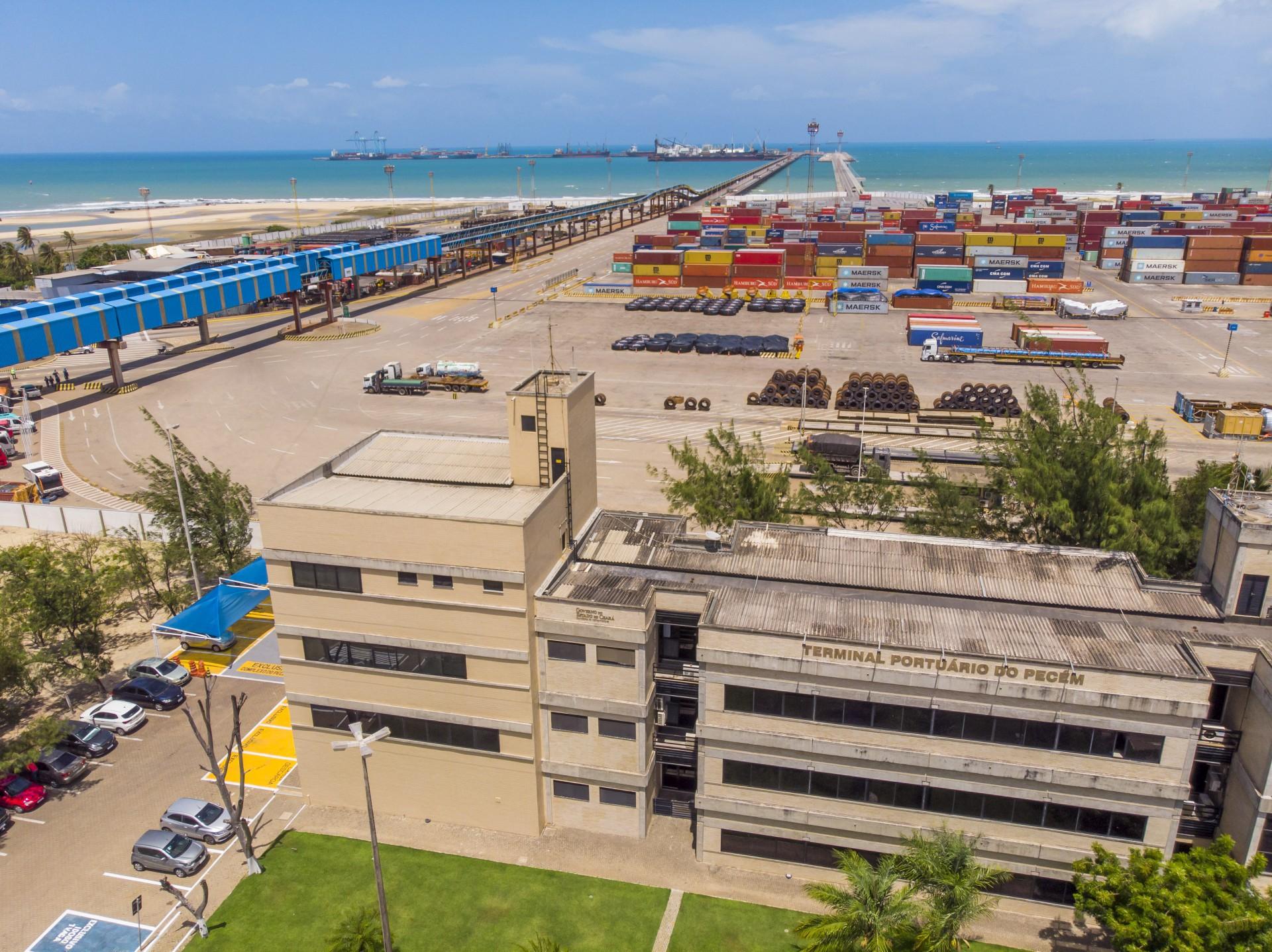 Imagem aérea do Porto do Pecém, no Ceará: localização do porto cearense abre favorece a exportação de hidrogênio verde(Foto: FCO FONTENELE)