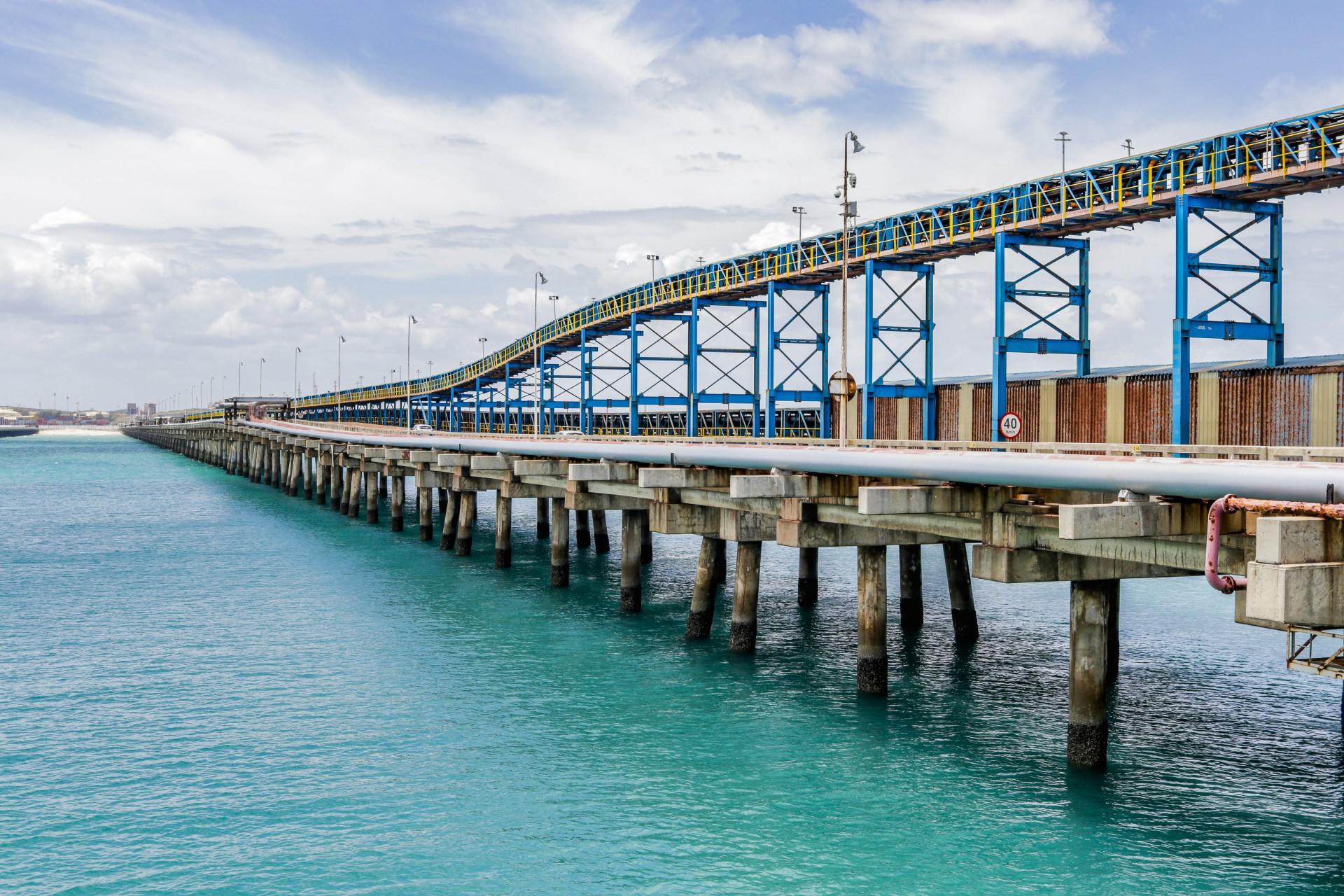 Porto do Pecém durante estocagem de containers  (Foto: FCO FONTENELE)