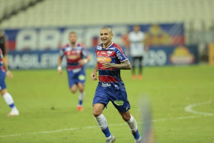 Wellington Paulista foi autor de um dos gols do Fortaleza na vitória diante do Coritiba.  (Foto: Julio Caesar/ O POVO)