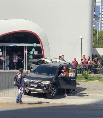 O acidente aconteceu no bairro Aldeota e aproximadamente nove veículos foram atingidos  (Foto: via Whatsapp O POVO )