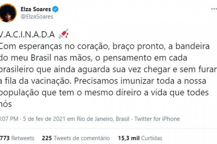 Elza Soares anuncia que está vacinada