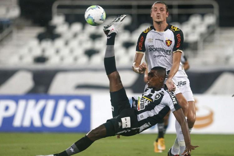 Zagueiro Kanu não deve mais ser jogador do São Paulo (Foto: Vitor_Silva)