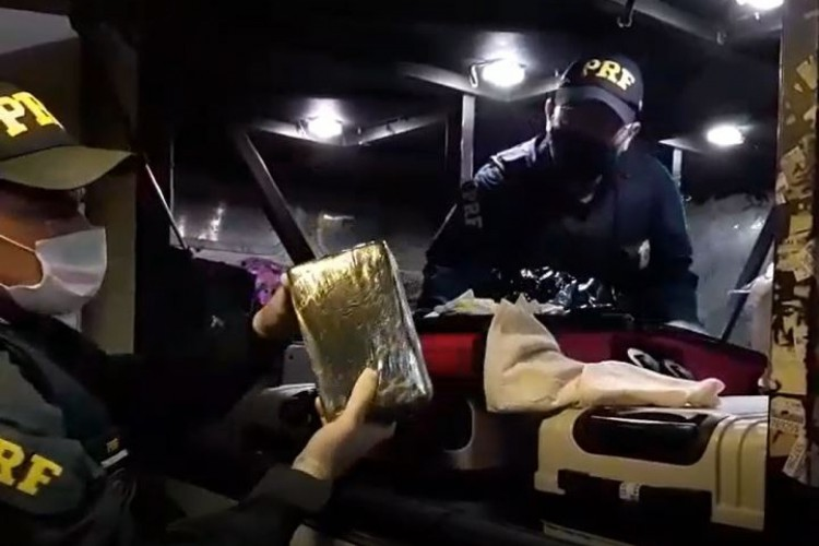 Pasta base de cocaína foi apreendida em fiscalização da PRF (Foto: Foto: Polícia Rodoviária Federal)