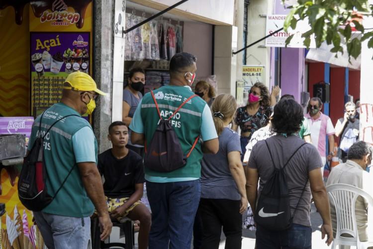 FORTALEZA, CE, BRASIL, 05.02.2021: Fiscalização da AGEFIS no centro de Fortaleza. Verificando as medidas do novo decreto. (Foto: Thais Mesquita/OPOVO) (Foto: Thais Mesquita)