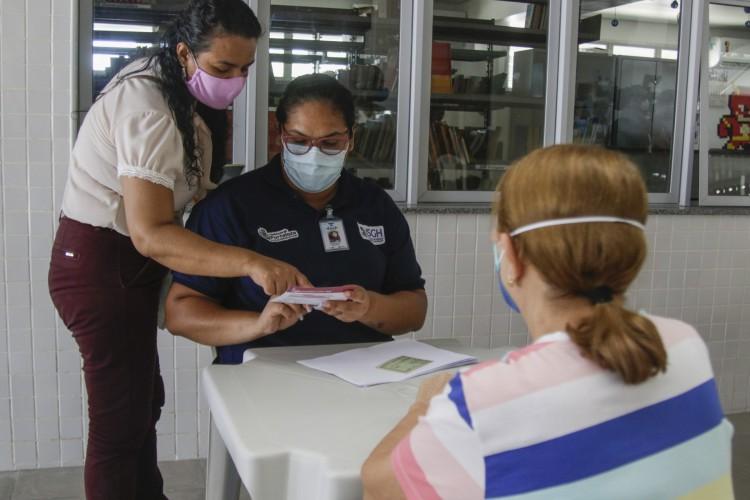 No último sábado, 6. teve início imunização de idosos em mais três pontos da Cidade: Arena Castelão, Cuca Barra e Cuca José Walter. (Foto: Thais Mesquita/OPOVO) (Foto: Thais Mesquita)