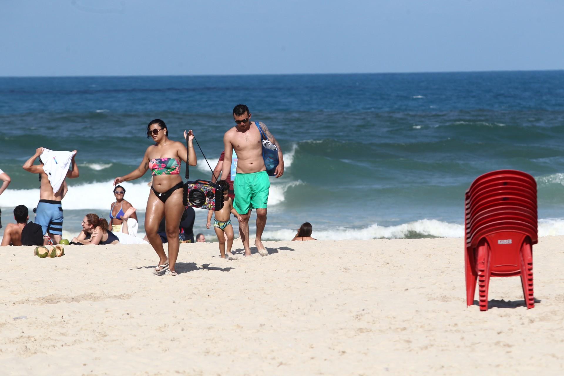 Ontem, obedecendo decreto estadual, as barracas de praia fecharam às 15 horas em Fortaleza