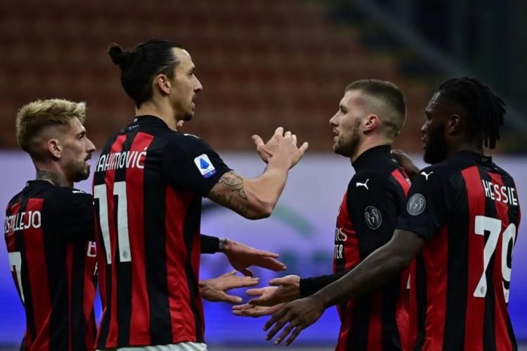 Milan venceu o Crotone por 4 a 0 e voltou a liderança do Campeonato Italiano   (Foto: Miguel Medina / AFP)