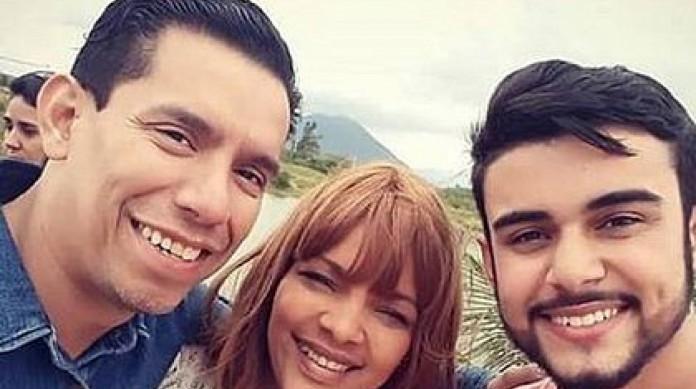 Pastor Anderson, morto em 2019, à esquerda; Flordelis ao centro e o novo namorado da deputada, Allan Soares, à direita