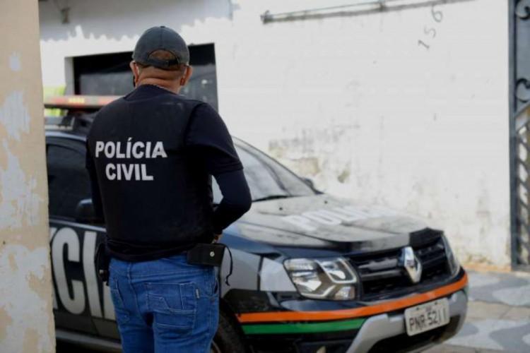 Polícia prende quatro suspeitos que estariam envolvidos em roubo à residência do prefeito de Crateús (Foto: SSPDS/DIVULGAÇÃO)