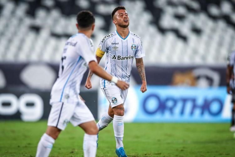 Grêmio vence Botafogo e continua na briga por vaga para Libertadores (Foto: )