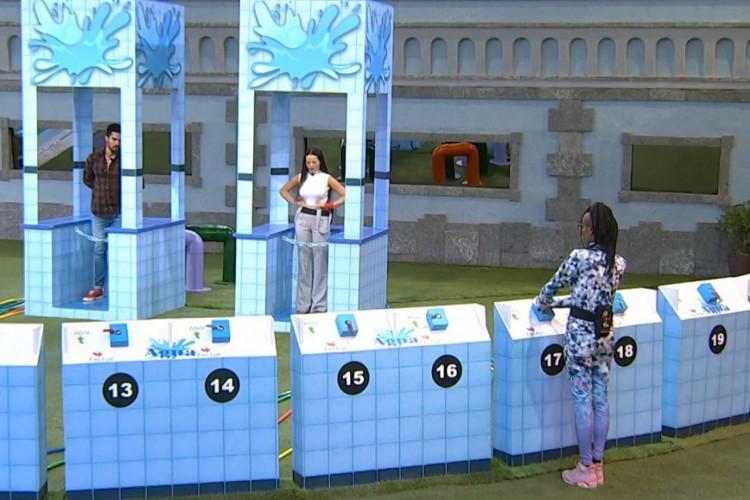 Para os internautas, Karol trapaceou na prova de sorte  (Foto: Reprodução Globo Play)