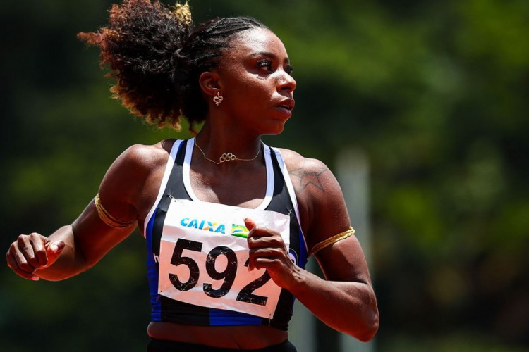 Igualando recorde pessoal, Rosangela Santos é prata na França (Foto: WAGNER CARMO/ECP)