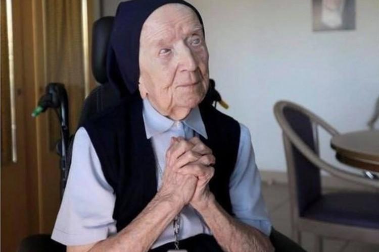 Lucile Randon, a irmã Andrée, nasceu em 1904, dez anos antes da Primeira Guerra Mundial (Foto: Reprodução/Facebook/St Mary's RC Church)